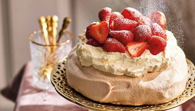 Strawberry pavlova, crooked foam cake